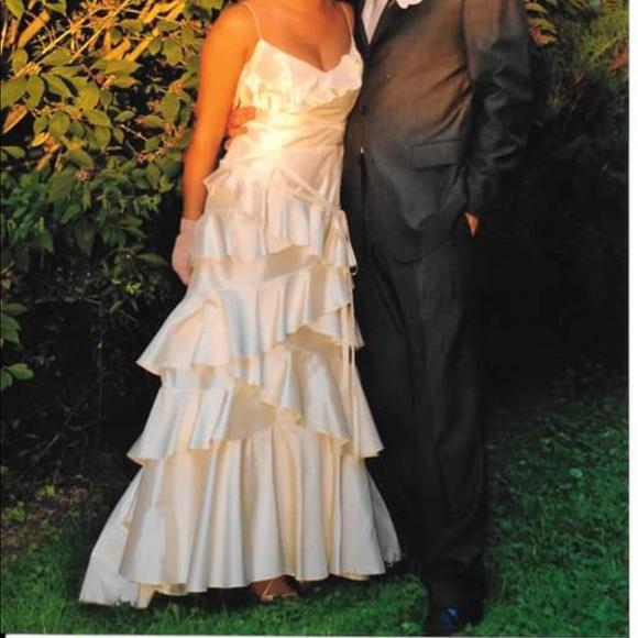 cymbeline Dresses & Skirts - Cymbeline 100% silk wedding dress